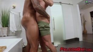 Black hunk Remy Cruze anal bangs muscular Skyy Knox